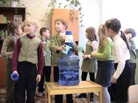 Дети в школе пьют только чистую воду